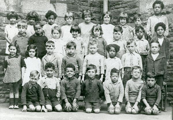 009-0011-005 1930 children at school .jp