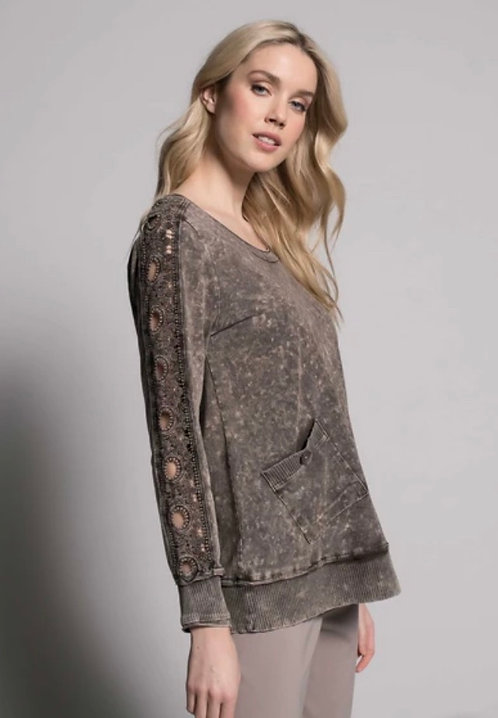 Modelled Top with Cutout Pattern on Sides