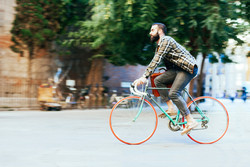Man riding his fixie in the city