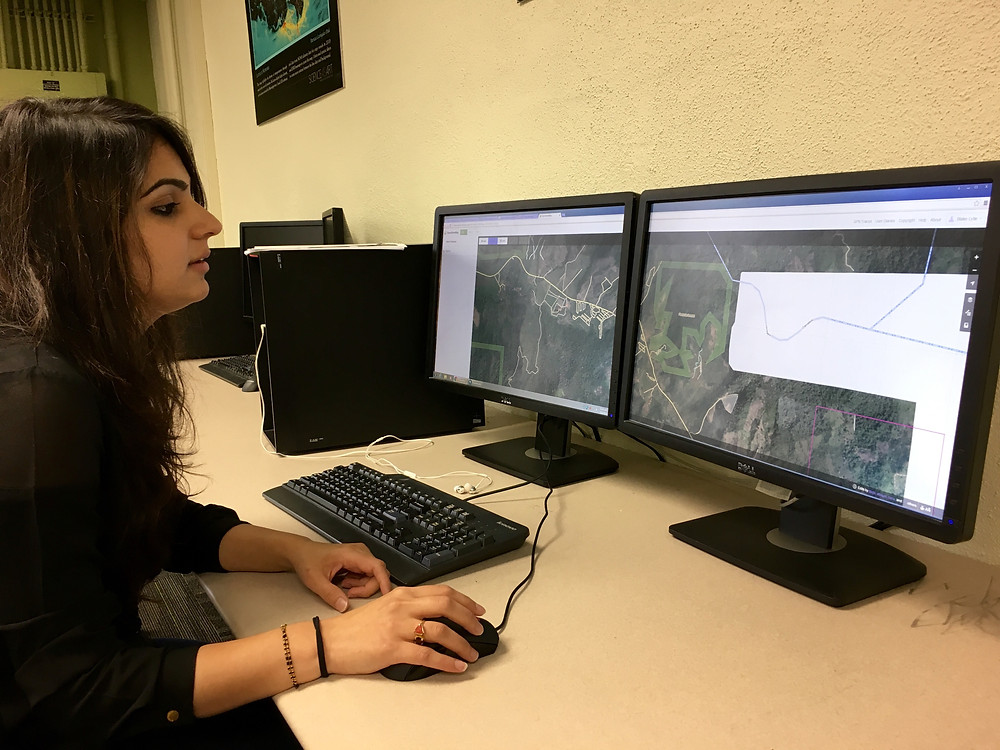YouthMapper Palak Matta, Clemson University, adds building and road data to OSM in HOT-defined priority areas of Ecuador affected by the earthquake. Photo by Blake Lyle.