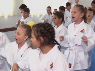 Aulas de Karatê melhoram qualidade de vida de crianças com deficiência, em Curitiba