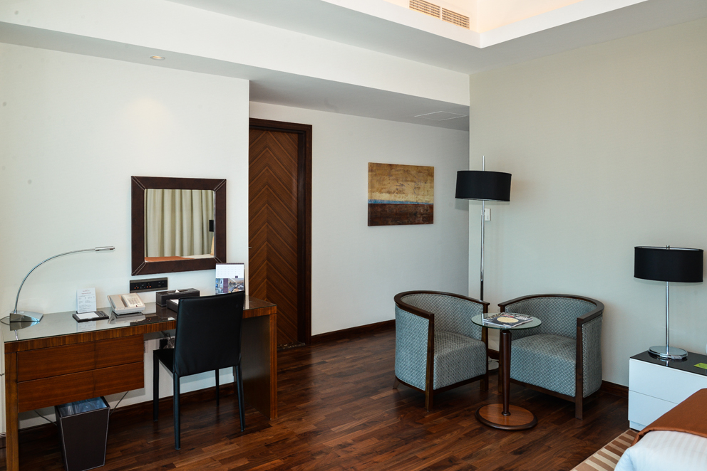 Fraser Suites Room 01