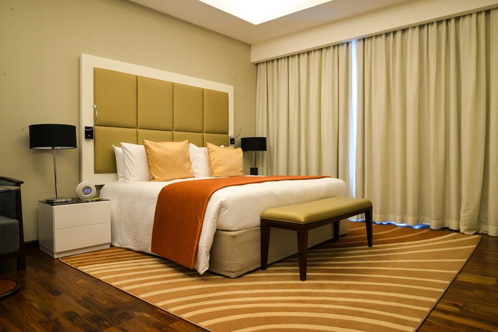 Fraser Suites Room 04