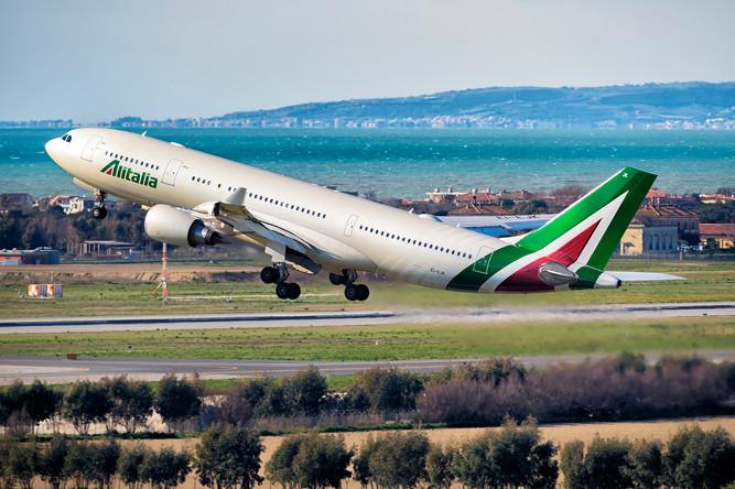 Alitalia A330 taking off