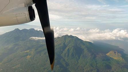 Evadez-vous hors des  sentiers battus : regardez le volcan Hibok-Hibok à Camiguin vu du ciel