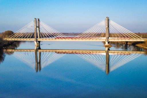Ponte strallato ferroviario