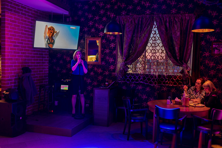 """Annee Kalinen, 30, has sung at the Pärl restaurant in Narva for five years. """"My grandparents are Russian and I like Russia. I'm not afraid of Russia."""""""