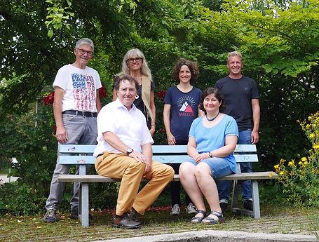 IMG_1318 Gruppenbild Mitarbeiter bearbei