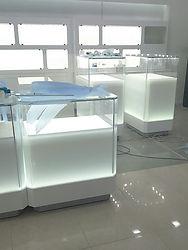 Каталогстеклянных витрин и предметов интерьера созданых компанией МеталГласс