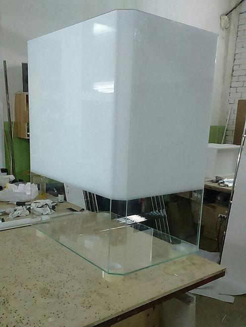 Изготовление стеклянной витрины компанией МеталГласс