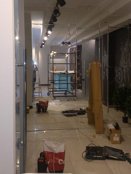 Зеркальная стена, установлена компанией МеталГласс