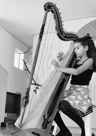 Taubaté, SP - Harpista Yasmim Abdala