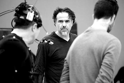 Hector Luis Bustamante on a MOCAP suit with Director Alejandro G. Iñárritu. Credit: © Legendary Photo: Chachi Ramirez, CARNE y ARENA, 2017