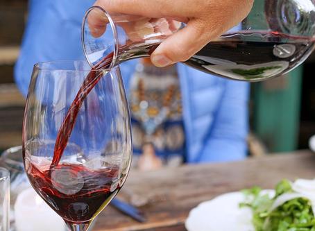 Como limpar corretamente taça e decanter de vinho