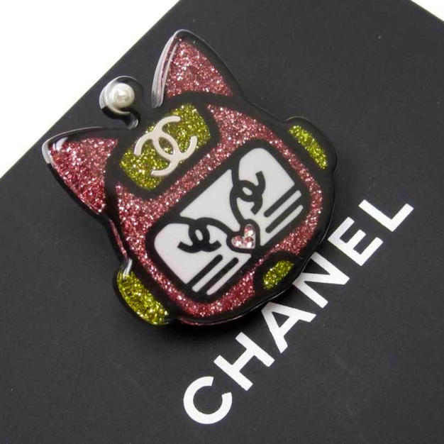 CHANEL BROSJE - 6900kr