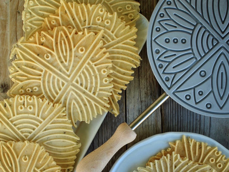 The most popular cookies in Abruzzo: Pizzelle AKA ferratelle or neole!