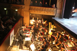 L'orchestre gronde, tempête et valse
