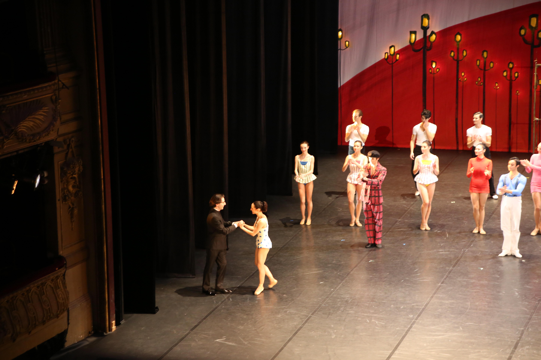 Léonard Ganvert accueilli sur scène par Zaloa Fabbrini