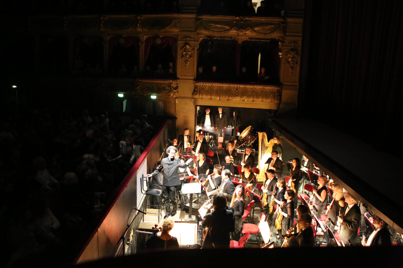 ... un salut à l'orchestre...