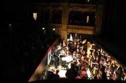 ... puis l'orchestre