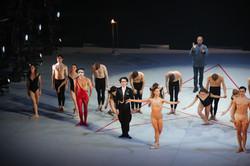 E. Vu-An applaudit chef et danseurs
