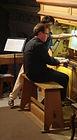 Léonard Ganvert assistant de l'organiste Oliver Gooch au Festival des Heures d'orgue de Chamonix.