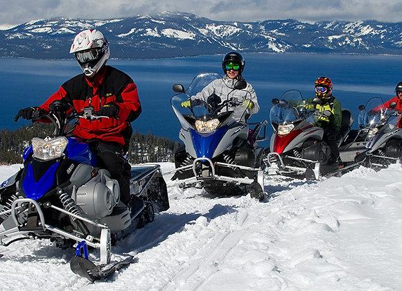 נהיגה עצמית באופנוע שלג לזוג
