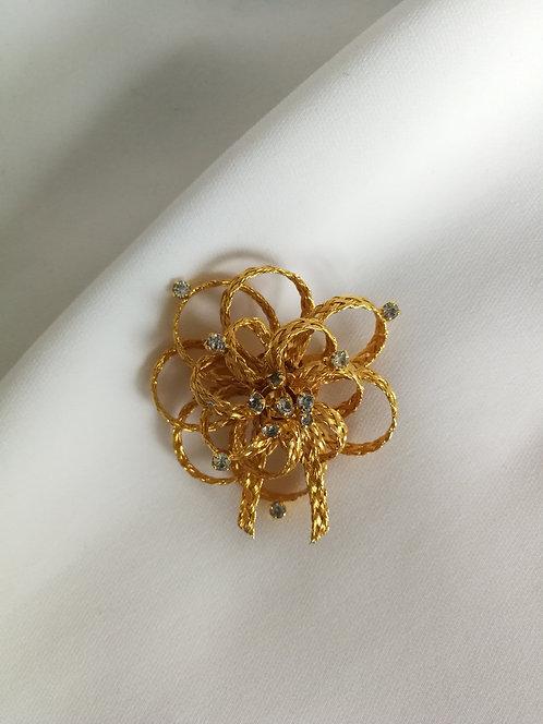 Брошь-цветок с подвижными тычинками