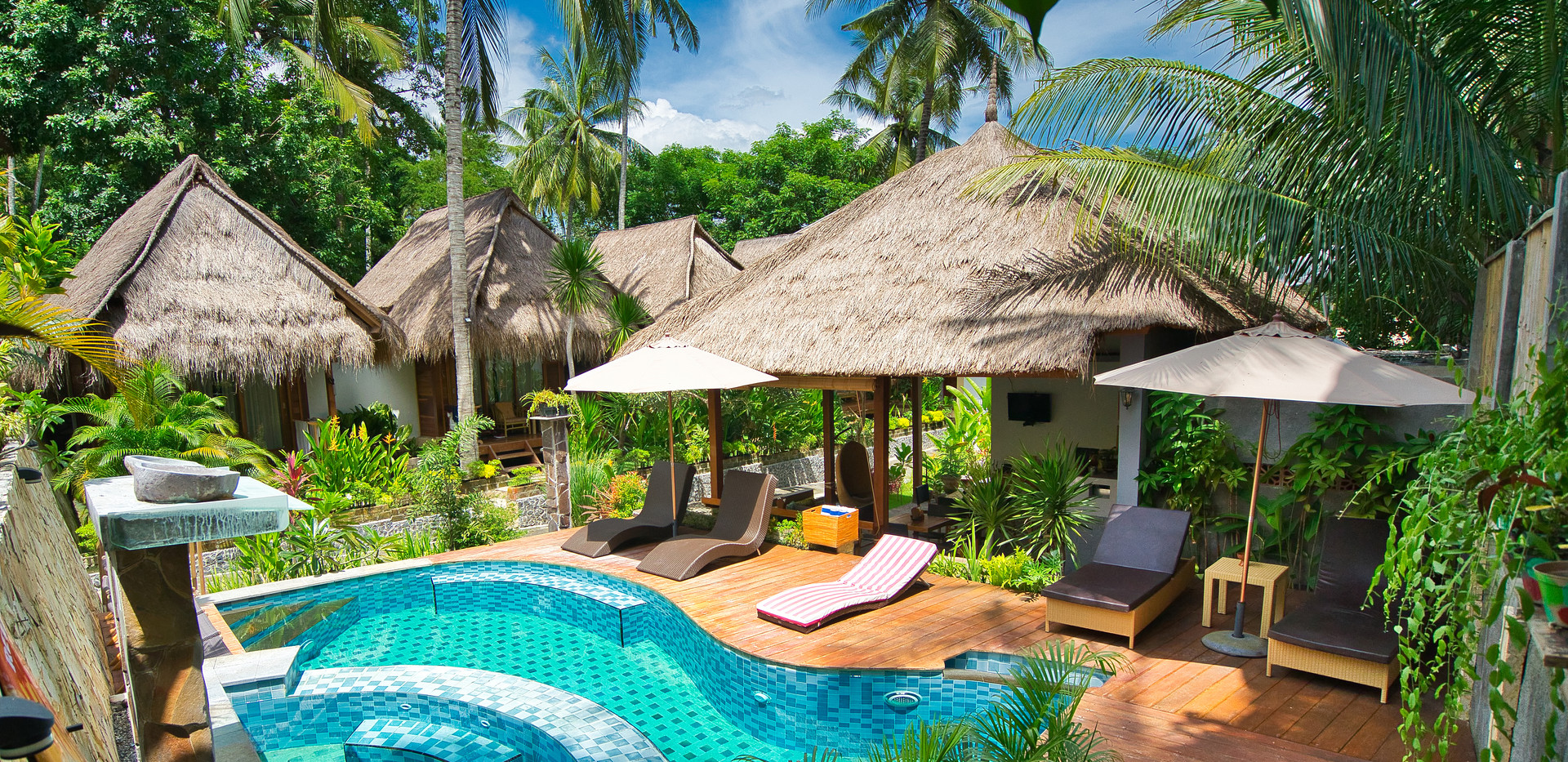 Pool, Restaurant, Palms