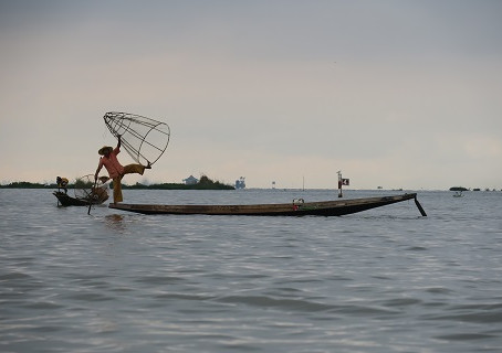 Visiting amazing Inle Lake – Myanmar - a one day tour and all you need to know before you go!