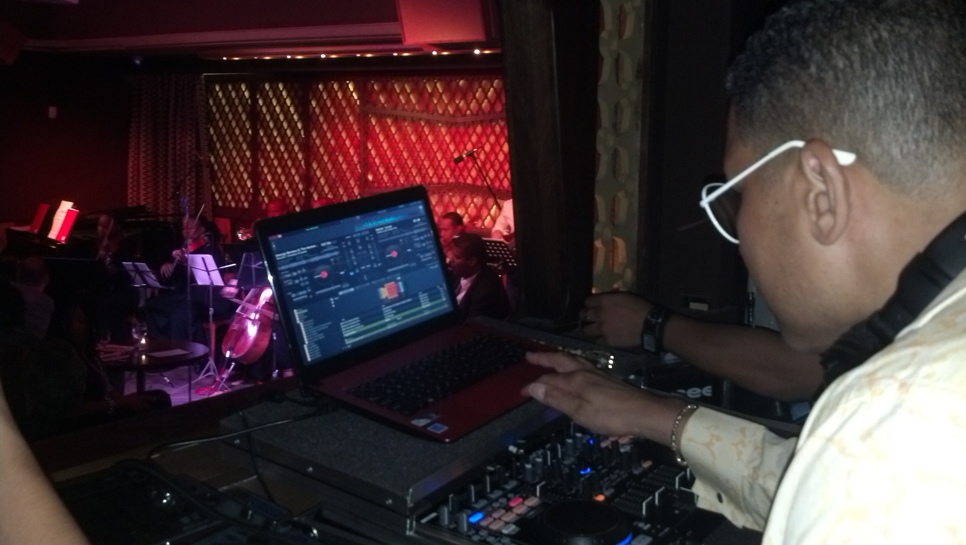 djmiketbrown @ Red Rooster/Ginny's Loung