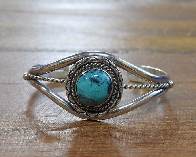 Pretty Vintage Sterling Silver Turquoise Cuff Bracelet