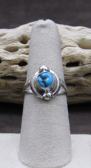 Beautiful Turquoise and Sterling Silver Ring Size 7