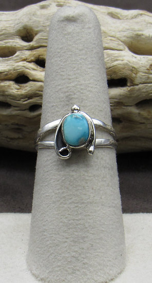 Beautiful Turquoise and Sterling Silver Ring Size 7 1/4