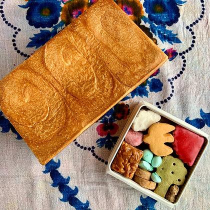 [発送:3/1~3/16]海と里山のクッキー缶 (小)とdonnerの食パンのSET