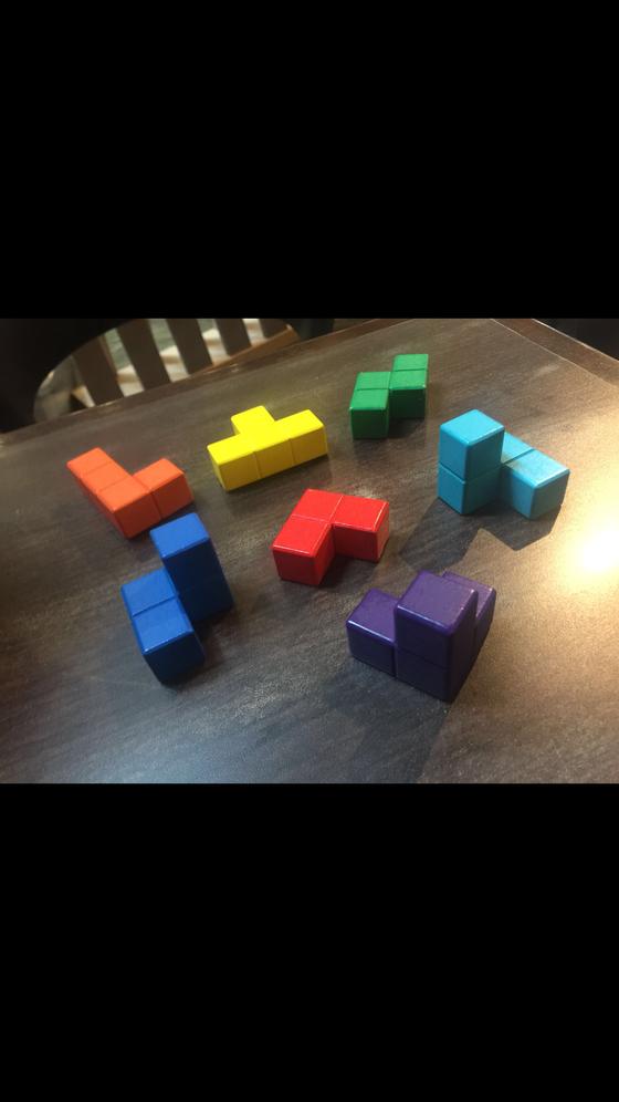 由七個不同形狀組成的立方體