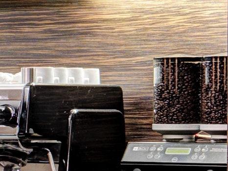 Kaffee - und Mühlmaschine