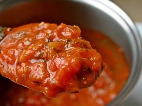 Recept voor een basis tomatensaus.