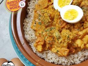Vega week: Oranje bloemkoolcurry met rijst en ei.