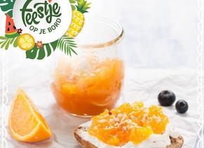 Volkorenbrood met cottagecheese, sinaasappelmarmelade en hazelnootcrum