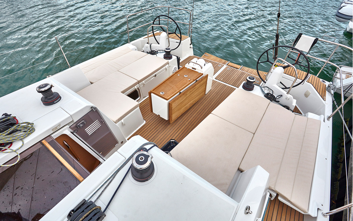 jeanneau-Sun-Odyssey-490-review-cockpit.