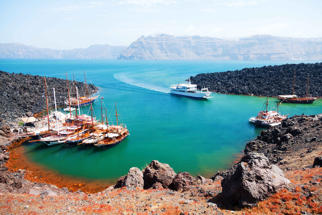 santorini nea kammeni boats volcano cycl