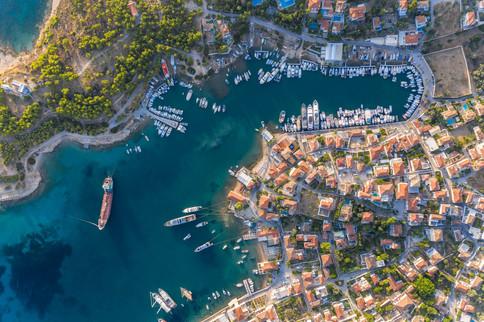 port_of_saronic_island_spetses_in_argoli