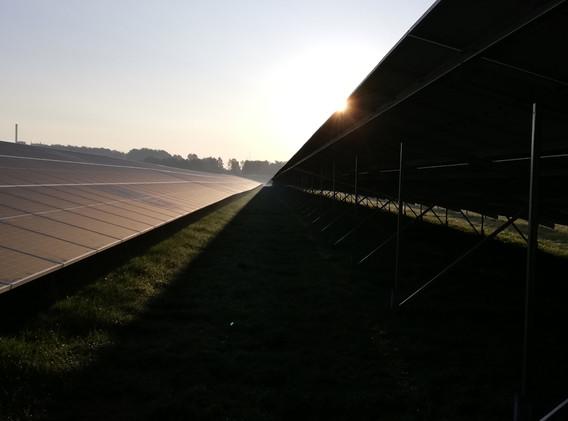 Rijen zonnepanelen