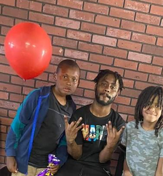 Jaleel Washington and two Young Fans