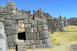 Fortaleza-Sacsayhuaman-Cusco