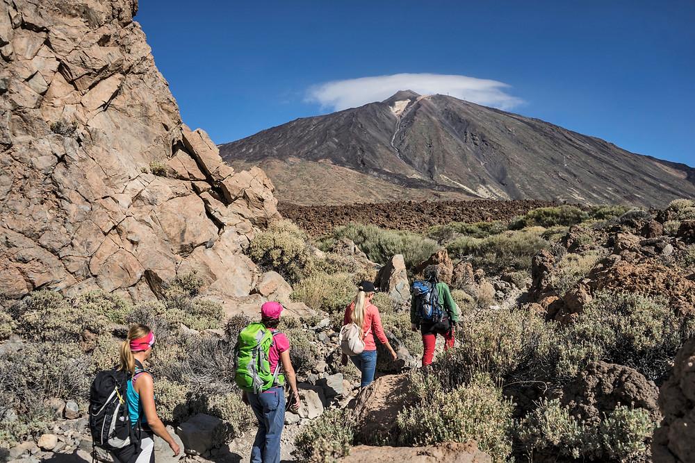 Der 3718 Meter hohen Teide dominiert die Kulisse Teneriffas