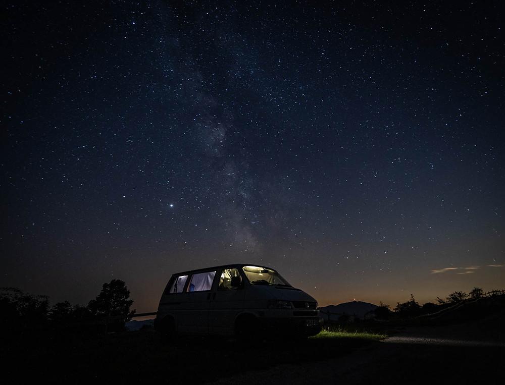 Van Life vor Sternenhimmel