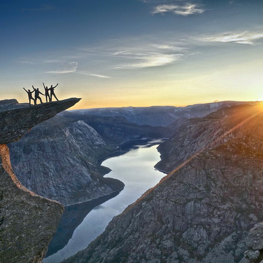 trolltunga_sunset