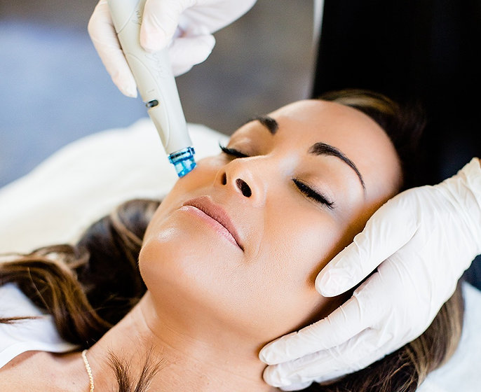 Hydrafacial-R-Treatment-Foto-mit-Logo_edited.jpg